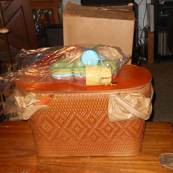 Redmon or Red-Man Picnic Basket 1950s Never Used