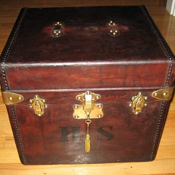 French Made Gentlemans' Hat Trunk - Furniture