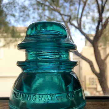 Antique insulator