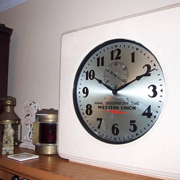 WESTERN UNION SELF WINDING CLOCK - Clocks