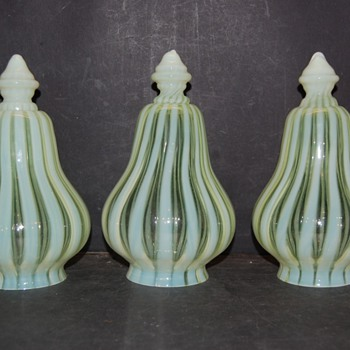 3 Vaseline glass in white stripes . - Lamps