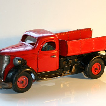 vebe wind up truck tin toy - Toys