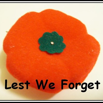 Canada Remembrance Day -- Vintage 1970's Felt Poppy - Military and Wartime