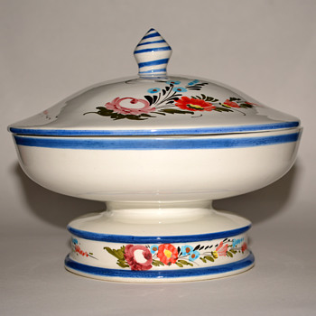 Lidded Ceramic Piece....Is this a Fruit Tureen? - Art Pottery