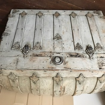 Wondering who made this trunk? - Furniture