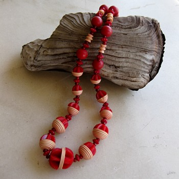 Carved celluloid 1930's necklace - Costume Jewelry
