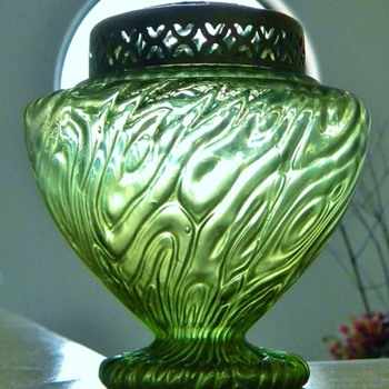 "Nouveau Bohemian Kralik? ""Uncommon Brain"" Maze Metal Frog Green Iridescent Footed Vase - Art Glass"