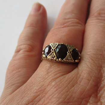 9 ct golden ring with garnets and diamonds