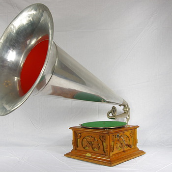 G&T Deluxe 1904 with huge Aluminium horn - Records