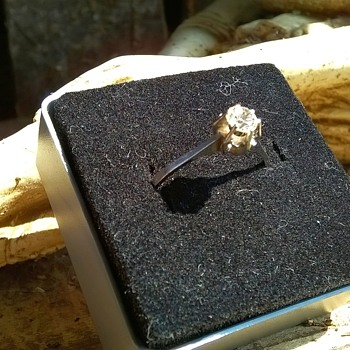 "14K/585 White Gold & ""Diamond"" Ring & 585 Gold Earrings,  Flea Market Finds $7.50"