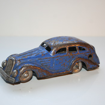 mysterious wind up tin car - Model Cars