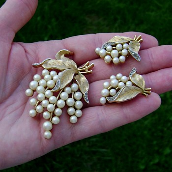 Crown Trifari Brooch and Earrings - Gems of the Sea