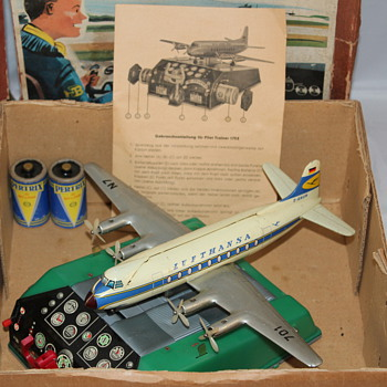 Biller Pilot Trainer 170-E Lufthansa w/Box, Manual, & Batteries - Advertising