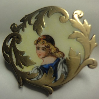 Georgian (?) enameled vermeil brooch