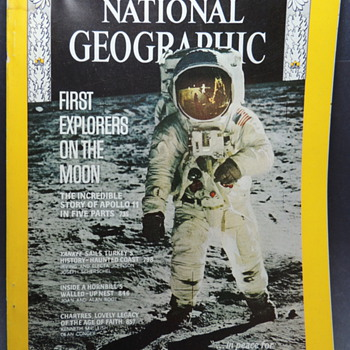 National Geographic - Apollo 11 - 1969 - Paper