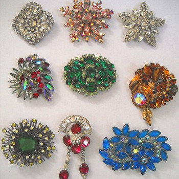 HOLIDAY BLING VINTAGE BROOCHES