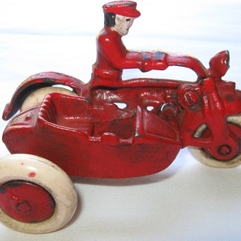 cast iron harley davidson motorcycle w/sidecar - Model Cars