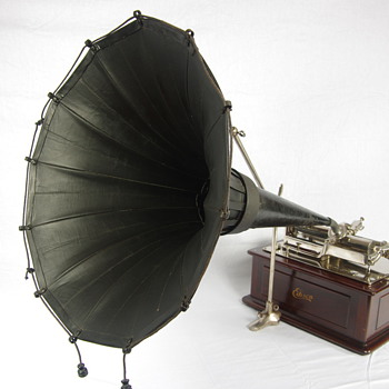 Edison Triumph phonograph with Ideal folding horn both from around 1906 - Records