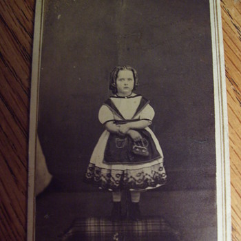 CIVIL WAR ERA--YOUNG GIRL IN ODD DRESS FASHION