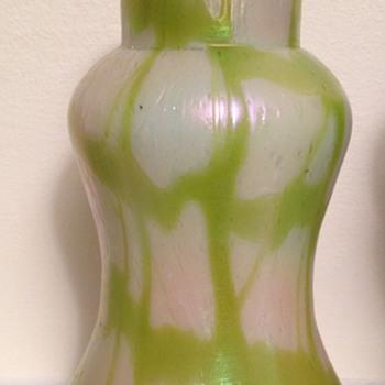 Kralik MOP papillon uranium webbing - Art Glass