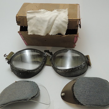 WWII German Motorcycle/Riding Goggles - 2 Sets of Replaceable Lenses - Original Box and Cleaning Cloth - Military and Wartime