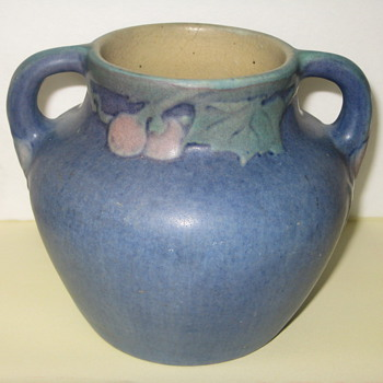 I BOUGHT THIS NEWCOMB COLLEGE VASE CIRCA 1923 AT A GARAGE SALE FOR .50 SATURDAY 6/15/12!!!!!!!!! - Art Pottery