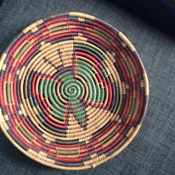 Unknown Native American ? Small basket - Furniture