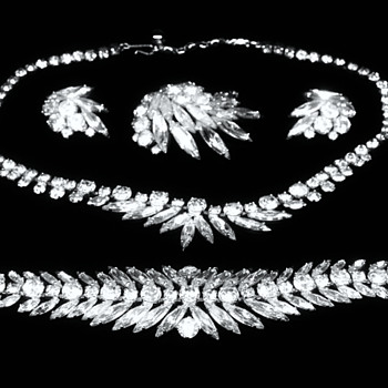 Full Parure Suite of Sherman Jewellery - Costume Jewelry