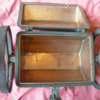 STEEL BRASS INSIDE BOX ON WHEELS - Tools and Hardware