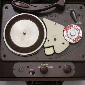 Montgomery Ward & Co. Wire Recorder / Phonograph - Records