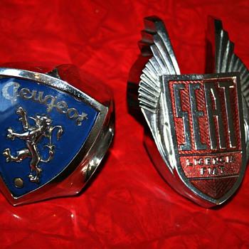 seat 1500 & peugeot 404 grill emblem - Classic Cars