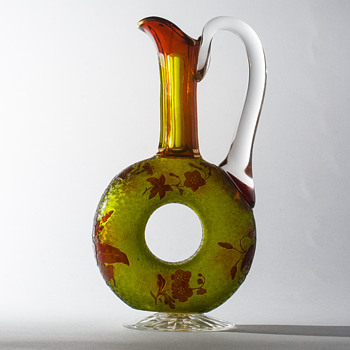 ST. LOUIS cameo doughnut decanter - Art Glass