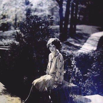 1920s FLAPPER OUTDOORS ,BOBBED HAIR, and an ART-DECO DRESS--SO SWEET! - Photographs