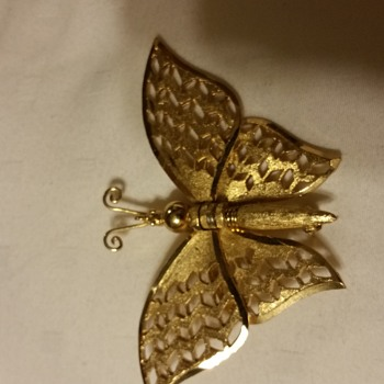 No Signature/ Makers Mark but has Mechanical Winged Butterfly Brooch - Costume Jewelry