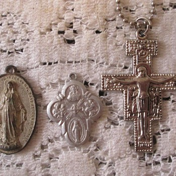 Religious medallions - Fine Jewelry