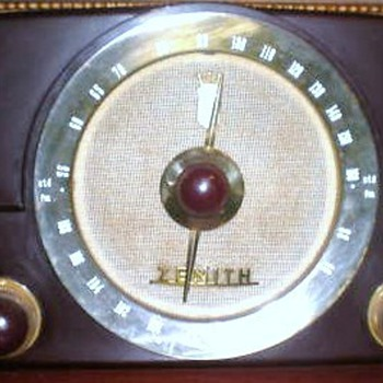 1950 Zenith Model G725 Radio - Radios