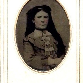 Civil War Era Tintype Of Young Well Dressed Lady, Heavy Hair, Or Is It A Veil? - Photographs