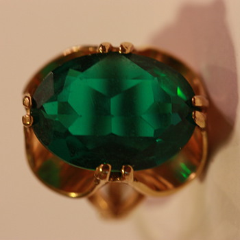 Green Stone Ring in Gold - Costume Jewelry