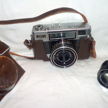 Fujica 35ML camera, with its leather case - Cameras