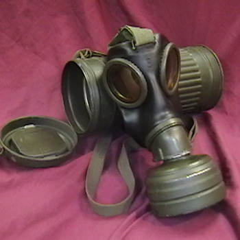 WW II German Kriegsmarine Gas Mask and Cannister