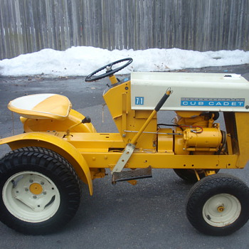 Original condition Cub Cadet I found at an estate sale - Tractors