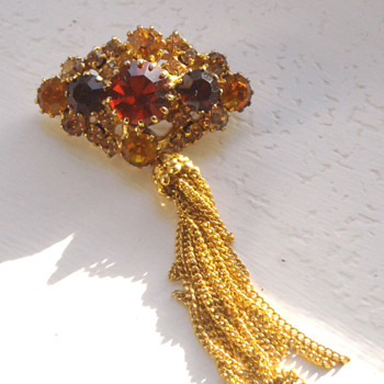 My beautiful brooch - Any ideas? - Costume Jewelry