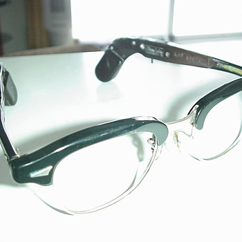 Eye Glasses and hearing aid combination