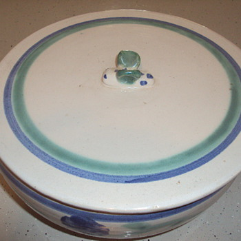 Pretty stoneware bowl with a bee on the lid. - China and Dinnerware