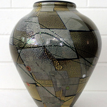 Unidentified Japanese vase - Art Glass