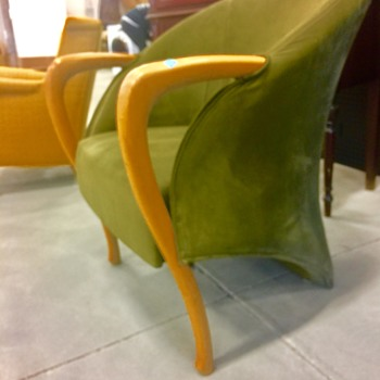 Please identify this weird chair !!
