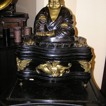 Buddha gramophone made in the UK plays 78 rpm records - Records