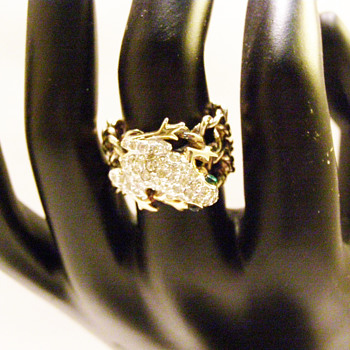 Vintage Panetta Perching Frog Chain Link Ring - Costume Jewelry