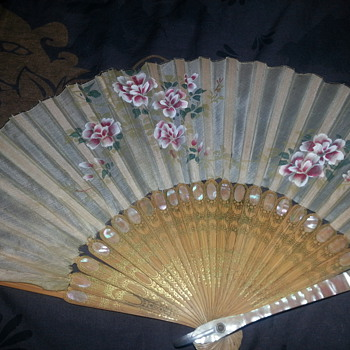 LOVELY SILK FAN WITH MOTHER OF PEARL INLAY