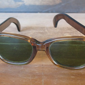 Vintage Sunglasses Mfg by Willson USA